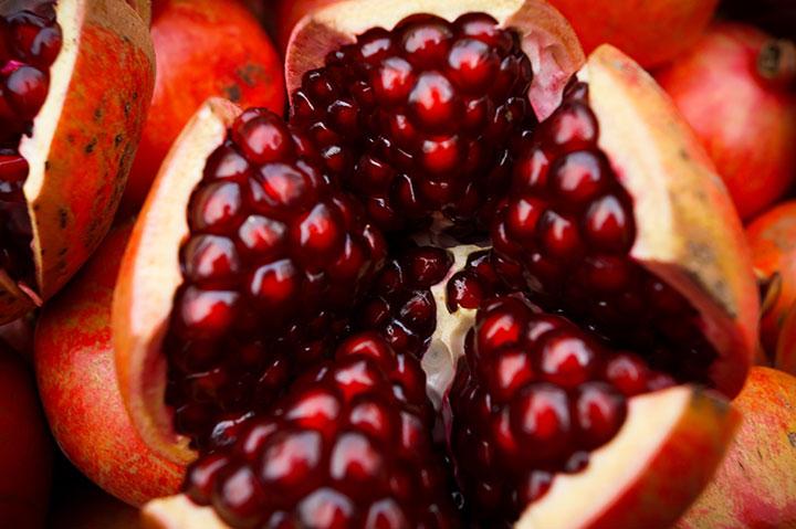 La granada es una fruta de temporada. ¡Y así la cultivamos!